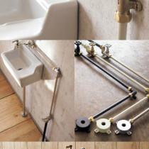 """トイレに手洗い器をあとからつけたいなら""""見せる配管""""でおしゃれレトロに"""