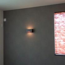 壁紙と照明、スクリーンをコラボした主寝室と高さを変えた押入れの完成!
