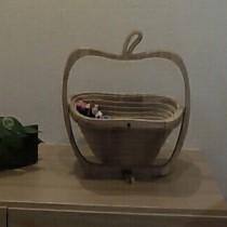 テーブルが可愛くなったりんごの木製フルーツバスケット