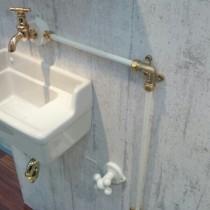 輸入品みたいな可愛い日本製の水栓(蛇口)!見せる配管!海外製のようなスイッチ&コンセントプレート!