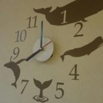 子供も喜ぶ!オシャレなウォールステッカーに時計がついた!